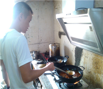 东莞哪里有四川麻辣烫技术学,砂锅菜配方培训,骨汤麻辣烫做法