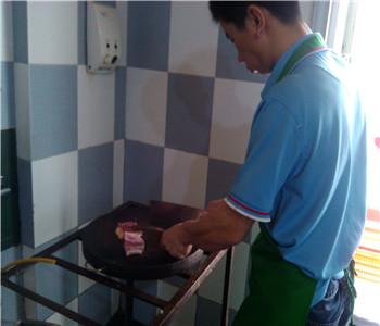 重庆万州烤鱼技术在哪里学,诸葛烤鱼配方培训,烤活鱼怎么做