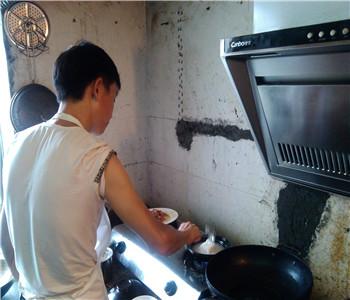哪里有煲仔饭技术学,广东煲仔饭配方哪里学好,煲仔饭培训