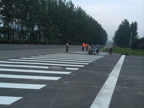 河南新乡停车场划线|新乡道路划线|新乡热熔划线|新乡冷喷标线
